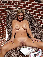 Juicy mature prostitutes on xxx gallery