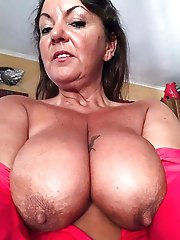Awesome mature MILF trying to seduce