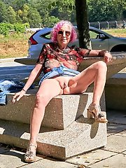 Older mama spreading her legs on picture