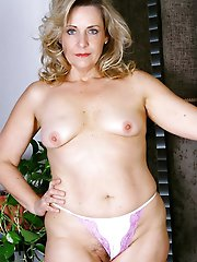 Curvy older prostitutes posing nude on pictures